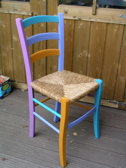 Polychroom stoel in 14 kleuren zijdeglanslak